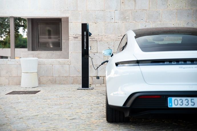 Ruralka y Porsche se unen para electrificar los alojamientos