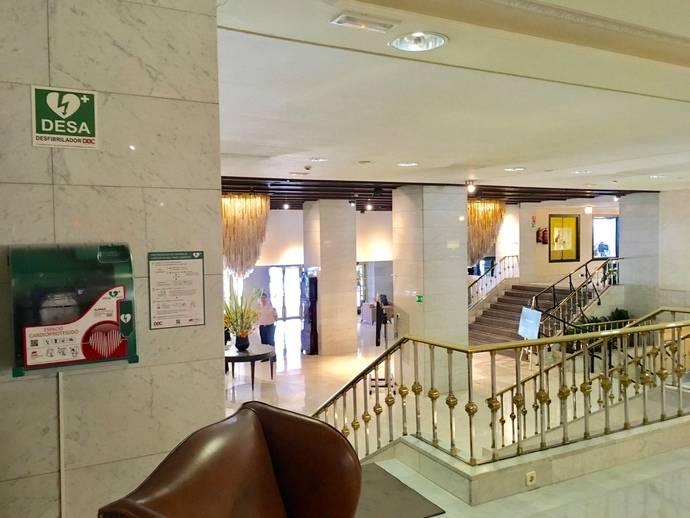 El Hotel Miguel Angel se une a la red de desfibriladores