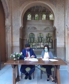Imagen tomada durante la firma del acuerdo.