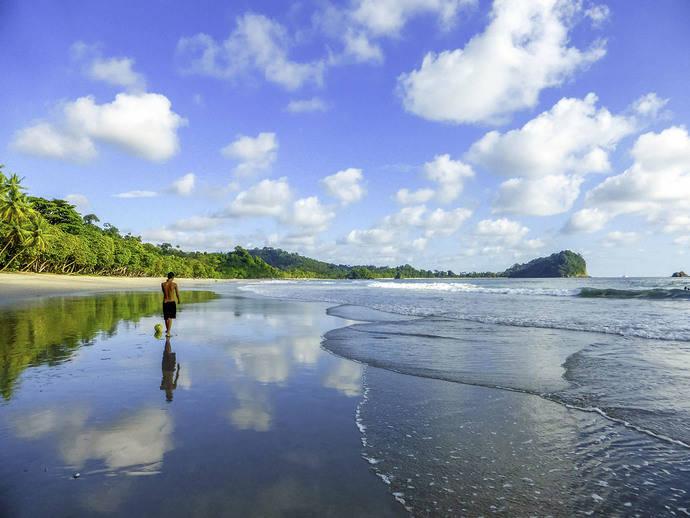 Costa Rica quiere hacer todas sus playas accesibles
