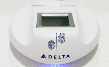 Delta incorpora la huella digital para entrar a sus salas