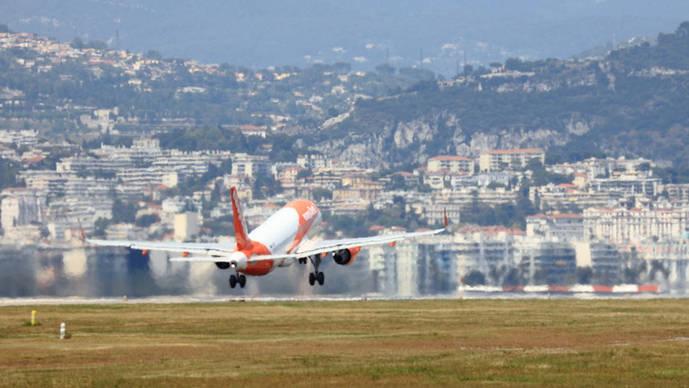 Las aerolíneas 'low cost' aumentan un 18% sus pasajeros en los cinco primeros meses, con mas de 12 millones de clientes