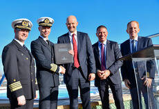 Norwegian Cruise Line recibe el Norwegian Encore de Meyer Werft en Bremerhaven.