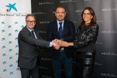 El vicepresidente ejecutivo y consejero delegado de Meliá Hotels International, Gabriel Escarrer; y el subdirector general de la Fundación Bancaria La Caixa, Marc Simón.
