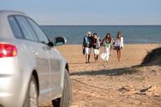 Los jóvenes podrán alquilar los vehículos de Goldcar