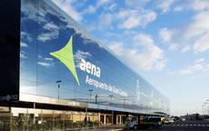 El tráfico de viajeros crece más del 4% en la red de Aena
