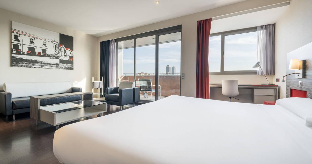 Dos estancias de ilunion hotels reciben el travelife Habitacion hotel barcelona