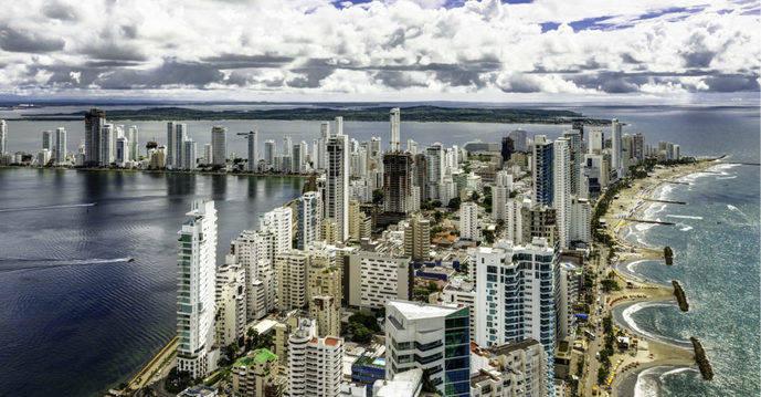 IMF Business School debate en Colombia el reto hotelero del 'viajero digital'