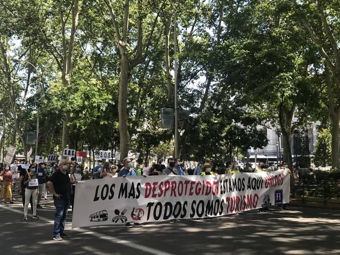 Un millar de agentes se manifiestan frente al Congreso