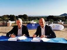 Firma del acuerdo con la Federación de Golf de Madrid.