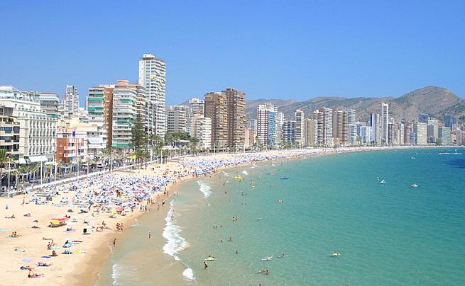 España se mantiene como destino turístico favorito para franceses y británicos