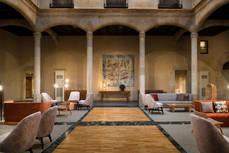 Lobby y recepción del NH Collection Palacio de Castellanos.