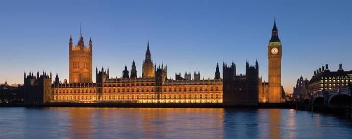 Los españoles viajan y gastan más en Gran Bretaña