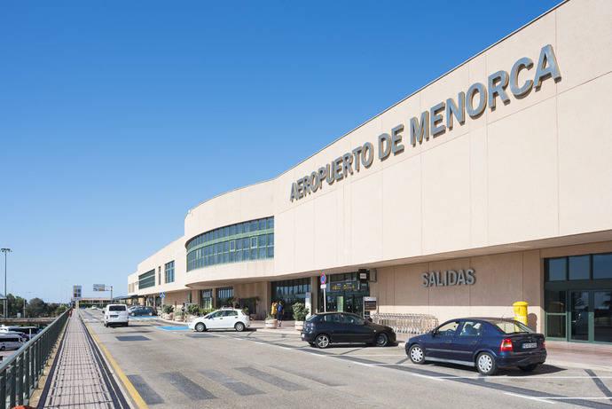 El Gobierno licita la OSP en los vuelos de Menorca a Madrid