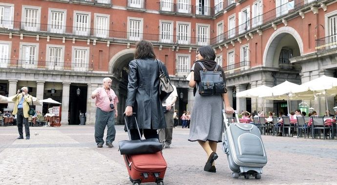 Los españoles eligen Madrid, Barcelona y Sevilla como destinos preferidos en las vacaciones de Semana Santa