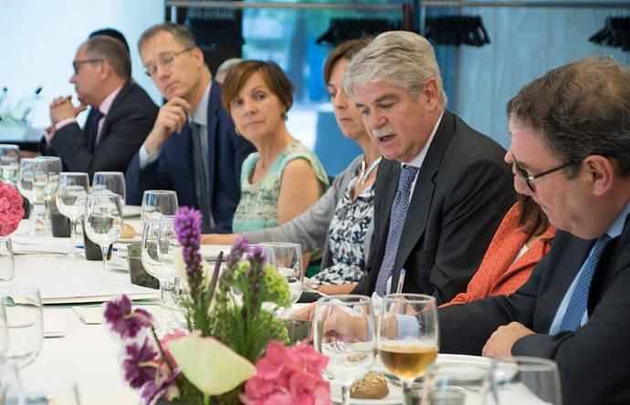 La Mesa del Turismo traslada a Exteriores su preocupación por el efecto Brexit