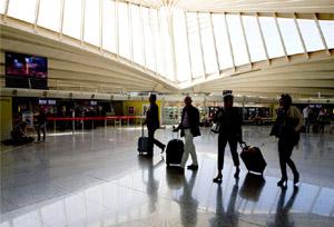 Las aerolíneas buscan con la venta directa clientes 'más vulnerables y cautivos'