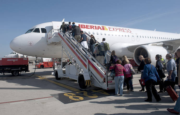 Iberia fleta 600 vuelos chárter para viajes del Imserso