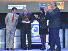 Los copresidentes de CIMET, Eugenio de Quesada y Carlos Ortiz, recibieron el Premio Q de manos de la secretaria de Estado de Turismo, Matilde Asían.