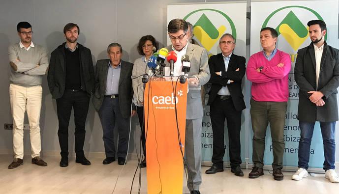 Alerta por la pérdida de conectividad aérea en Menorca