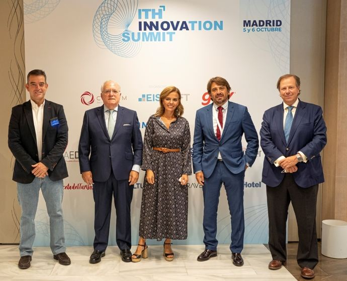 Almudena Maíllo clausura ITH Innovation Summit aplaudiendo al Sector