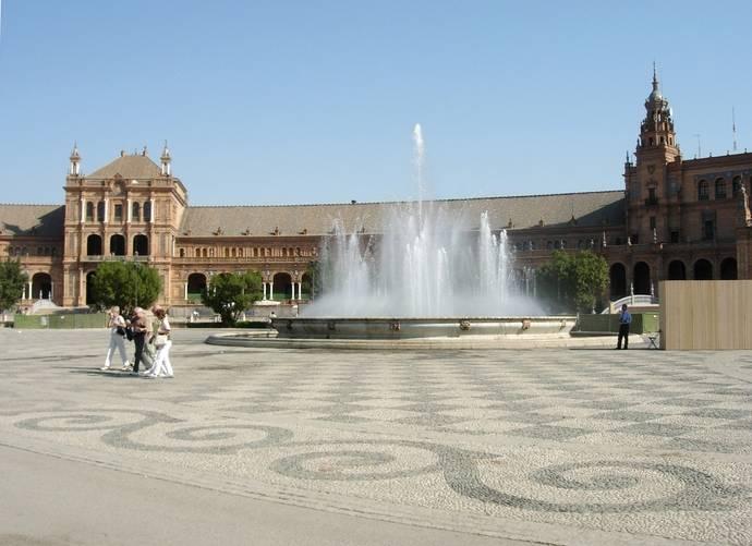 La Junta de Andalucía se compromete a abrir los espacios singulares disponibles en Sevilla para eventos