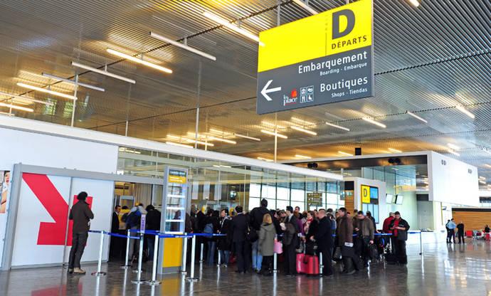 Caen las reservas para viajar a España desde Francia