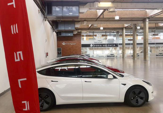 Tesla elige Feria Valencia para entregar sus coches a los nuevos clientes