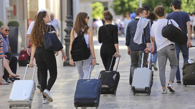 Se desploma un 66% la llegada de turistas con 'paquete' turístico en marzo