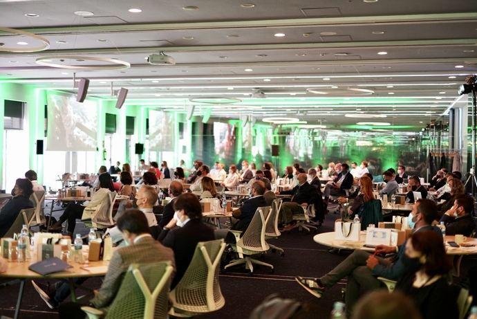 Gran éxito de Venimos del Futuro, primer evento de We Can Change Travel