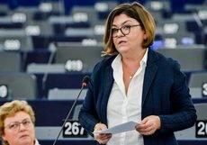 La comisaria europea de Transportes, Adina Vălean.