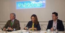 La directora general de Turismo, Marta Blanco, flanqueada por Carlos Garrido y Eugenio de Quesada.