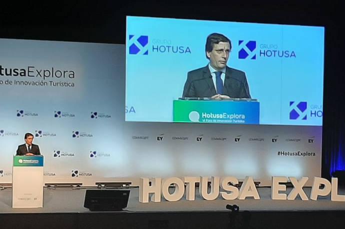 Almeida: 'El AVE tiene que conectar con Barajas'