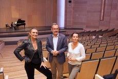 Ainhora Arteta, junto a Marcial Morales y Edilia Pérez, en la Sala Sinfónica.