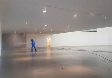 Ávila desinfecta el Centro de Congresos Lienzo Norte
