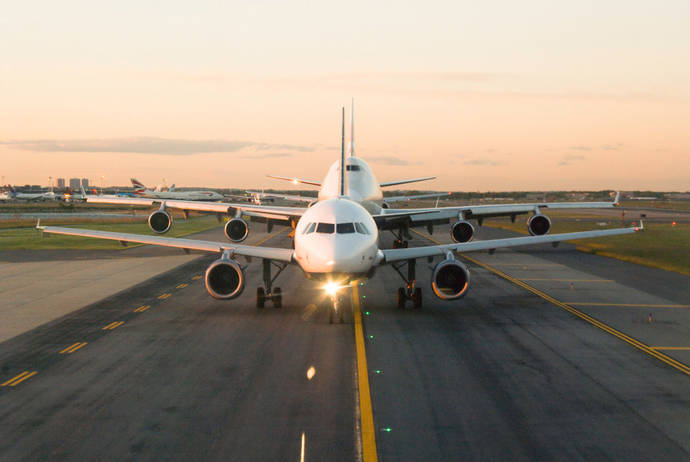 La caída del precio impulsa el tráfico de las aerolíneas