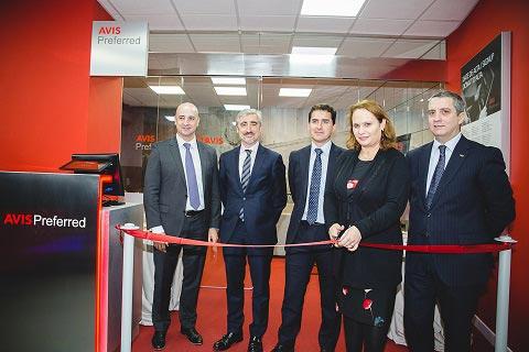 Avis abre su primera sala VIP en Barcelona