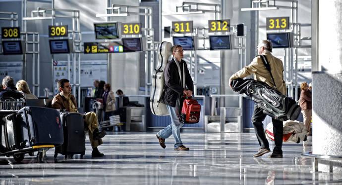 Los pagos para viajar al extranjero aumentan un 15% hasta octubre