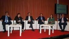 Participantes en el debate sobre distribución de billetes de avión.