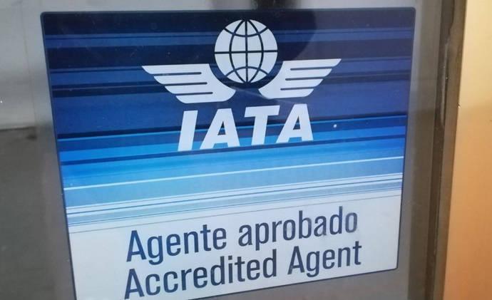 Agencias: la venta de billetes de avión cae más de un 75%