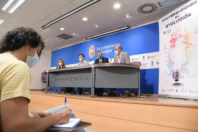 'Conversaciones en Evolución', con marca España