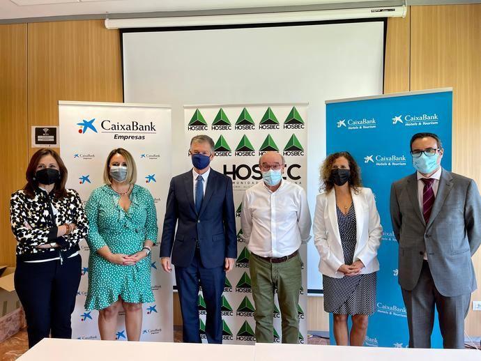 Hosbec renueva su acuerdo con Caixabank para apoyar la recuperación del sector