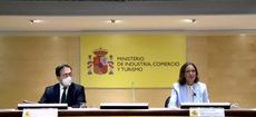 La ministra de Turismo, Reyes Maroto, junto con el ministro de Asuntos Exteriores, Unión Europea y Cooperación, José Manuel Albares.