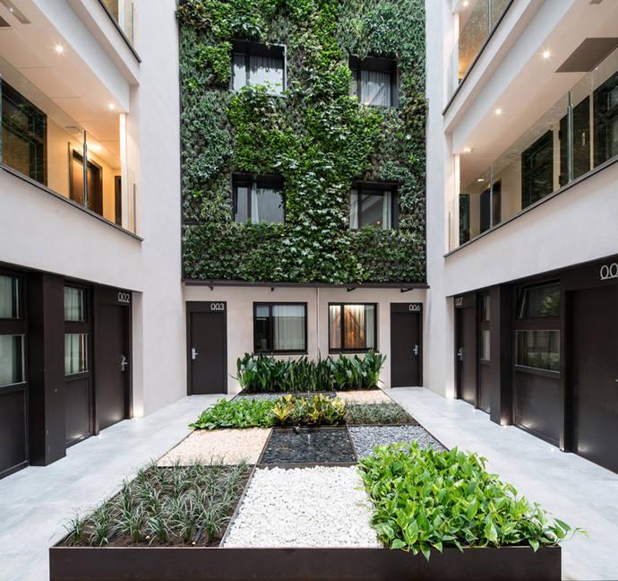 El hotel Catalonia Avinyó estrena jardín vertical