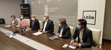 El presidente de CEAV, Carlos Garrido, en el centro, junto con los presentes en la presentación.