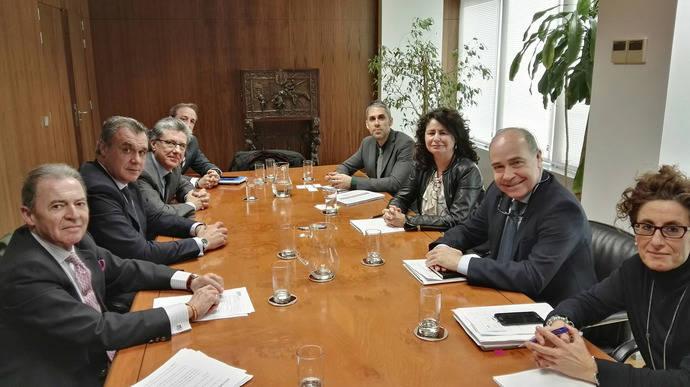 Asián se compromete con CEAV a dialogar con la Generalitat sobre la desregulación