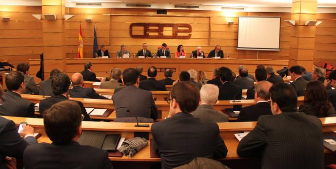 CEOE: 'La reducción de las tasas no comprometería la rentabilidad de Aena'