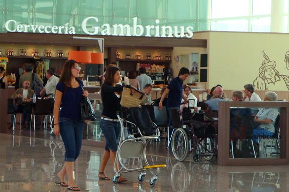 El Turismo lidera la intención de compra de los españoles