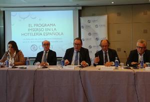 Maroto se compromete con CEHAT a organizar una reunión 'del más alto nivel'