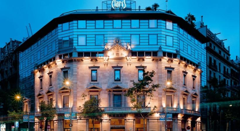 El Hotel Claris acoge una muestra de cultura andina